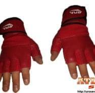 Crvene rukavice za vežbanje od neoprena i eko kože sa elastičnim bandažerom - proizvođač BMA